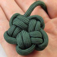 узел из т-пряжи или шнура