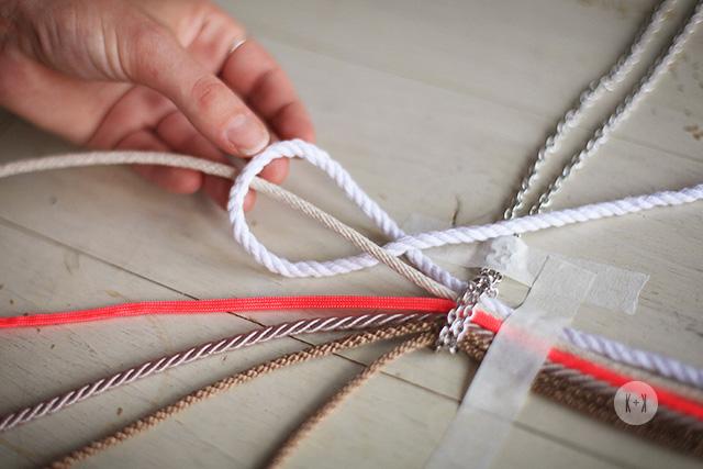 плетем колье в технике макраме