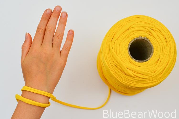 вяжем браслет из т-пряжи