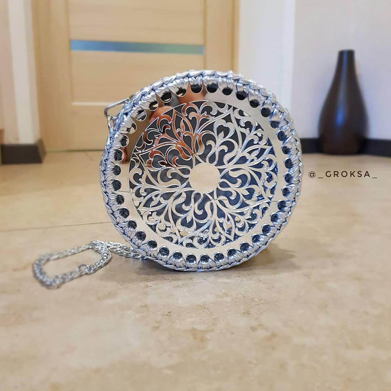 Сумочка из трикотажной пряжи с круглой заготовкой
